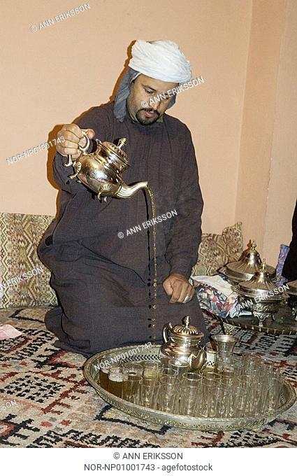 Man serving traditional minttea, Maroc 2005