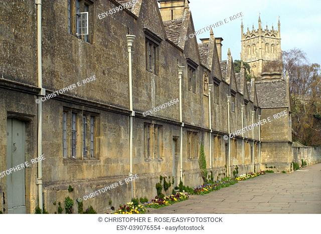 England, Gloucestershire, Cotswolds, the picturesque almshouses and church at Chipping Campden