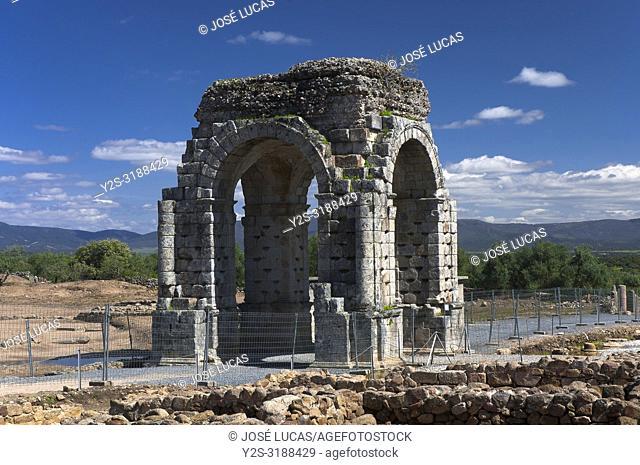 Roman ruins of Caparra, Arch cuadrifronte, Via de la Plata, Guijo de Granadilla, Caceres province, Region of Extremadura, Spain, Europe