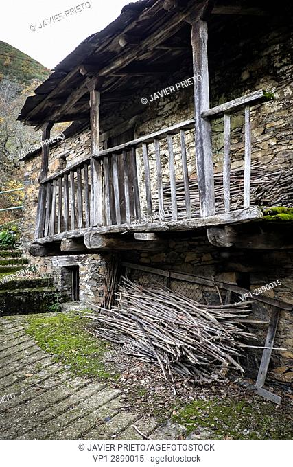 Old traditional architecture in Cariseda. Valley of Fornela. The Ancares. Province of León. Castilla y León. Spain
