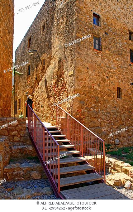 entrance to the medieval fortified enclosure, La Tallada d'Empordà, Girona, Catalonia, Spain
