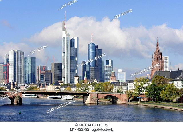 Skyline of the Old Town, cathedral and banking district, Alte Bruecke bridge crossing the river, Frankfurt am Main, Hesse, Germany