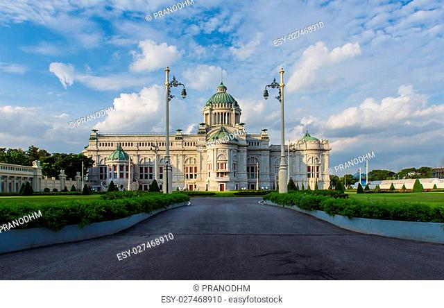 The Ananta Samakhom Throne Hall is the first congress of Bangkok