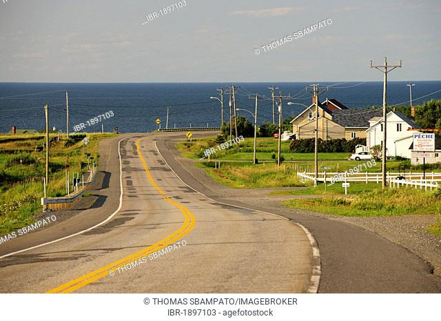 Road along the St. Lawrence River near Grosses-Roches, Gaspe Peninsula, Gaspésie, Quebec, Canada