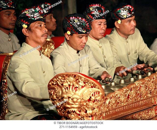 Indonesia, Bali, Ubud, gamelan musicians