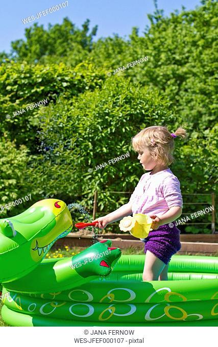 Germany, Kiel, Girl in paddling pool