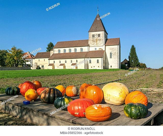 Germany, Baden-Wurttemberg, Reichenau - Oberzell, Georgskirche the south, pumpkin, street sales