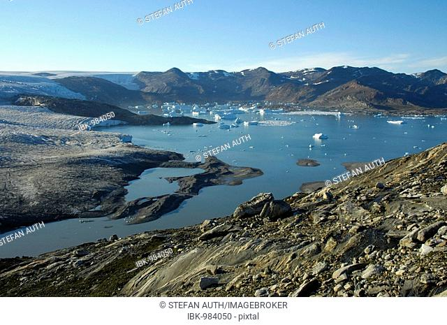 Ice sheet edging, glacier icebergs in water, Nagtivit, Kangertivat-Fjord, East Greenland