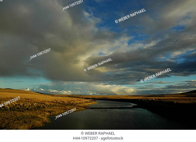 The Falklands, Falkland, South America, west falkland, Little Chartres, river, flow, clouds, evening mood, steppe, Chartres River, inlet