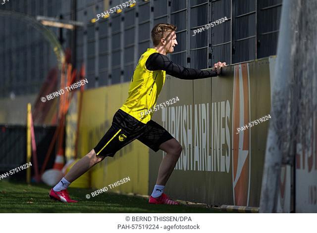 Borussia Dortmund's Marco Reus stretching during training in Dortmund, Germany, 16 April 2015. Photo:BERNDTHISSEN/dpa   usage worldwide
