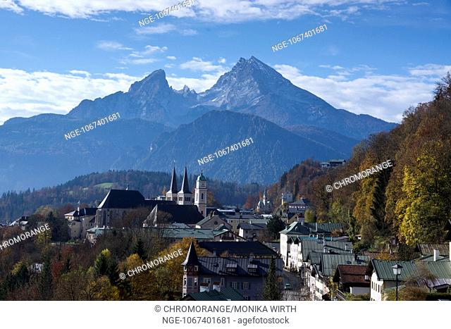 City view with parish church of St. Andreas and the twin towers of the collegiate church of St. Peter und Johannes der Taeufer, Mt