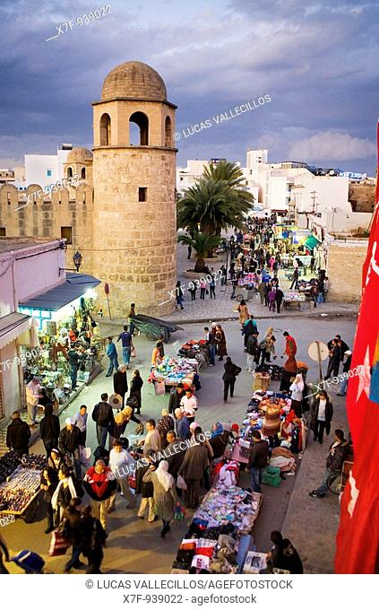 Tunez: Sousse Rue de France, in background at left the Great Mosque
