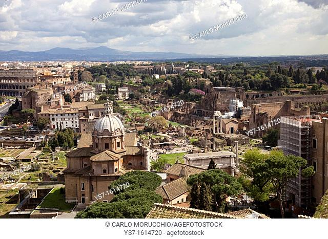 Roman Forum, the Colosseum and Basilica Emilia seen from the Altar of the Fatherland, Rome, Lazio, Italy, Europe