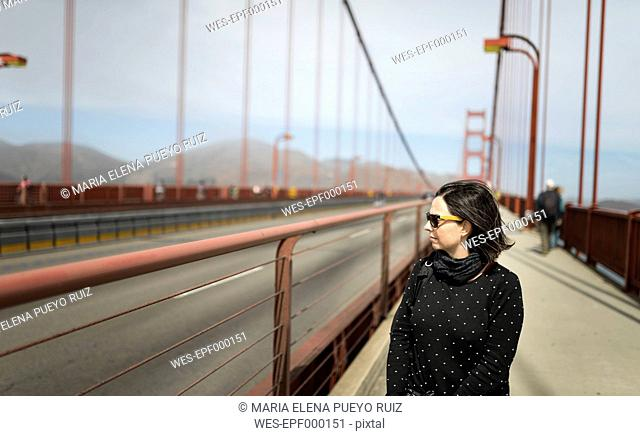 USA, San Francisco, tourist on Golden Gate Bridge