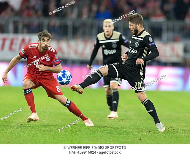 Javi Martinez (FCB) and Lasse Schoene (Ajax) GES / Football / UEFA Champions League: FC Bayern Munich - Ajax Amsterdam, 02.10
