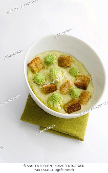 Romanesco cauliflower soup