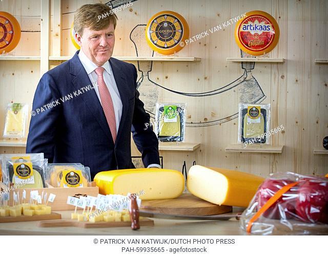 King Willem-Alexander of The Netherlands opens cheese Factory Royal A Ware in Heerenveen, 8 juli 2015. Photo: Patrick van Katwijk NETHERLANDS OUT POINT DE VUE...
