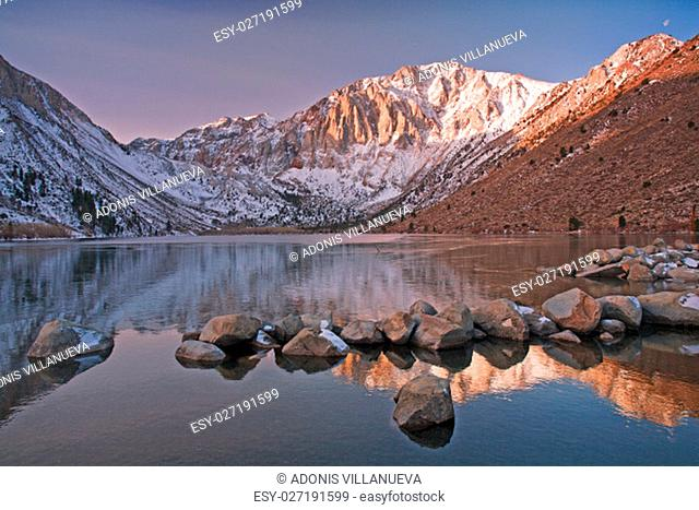 Convict lake is an alpine lake in the Eastern Sierras close to the highway 395