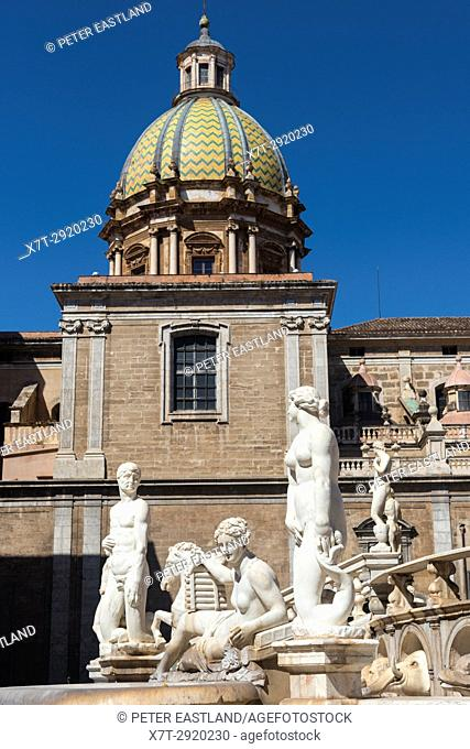 Marble statues of nymphs, humans, mermaids and satyrs on the 16th century Florentine fountain in Piazza Pretoria, central Palermo, Sicily, Italy