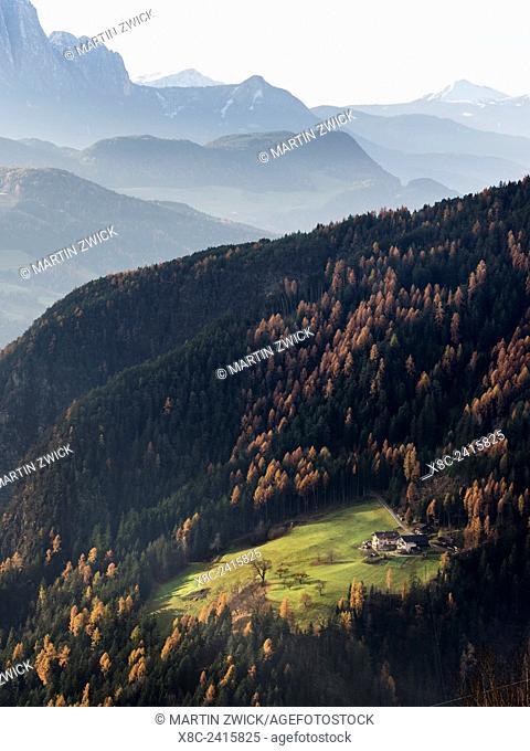 Mountain farm near Klausen (Chiusa) in the Eisack Valley during autumn. Europe, Central Europe, South Tyrol, Italy