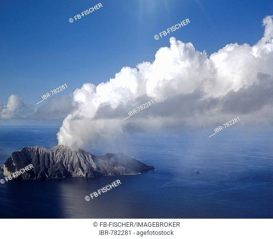 White Island, volcanic eruption, Bay of Plenty, North Island, New Zealand