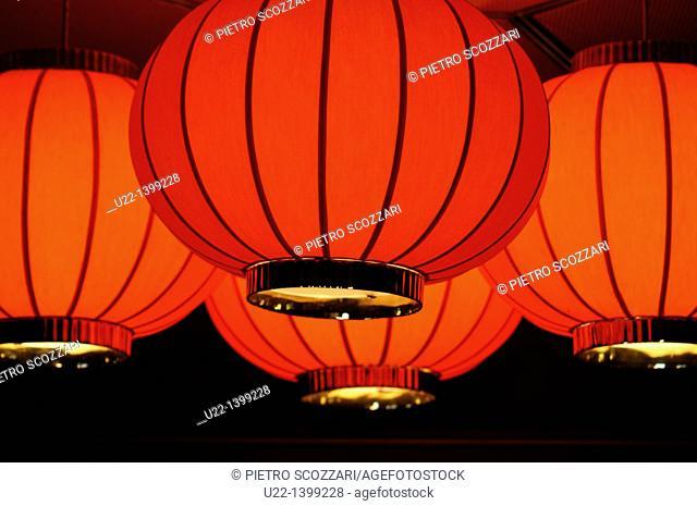 Hong Kong: red lamps at the Mandarin Oriental Hong Kong Hotel