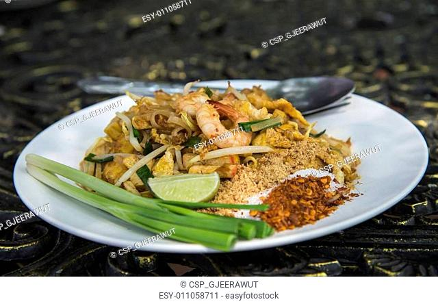 Stir-Fried Rice Noodle with Shrimp in Thai style13