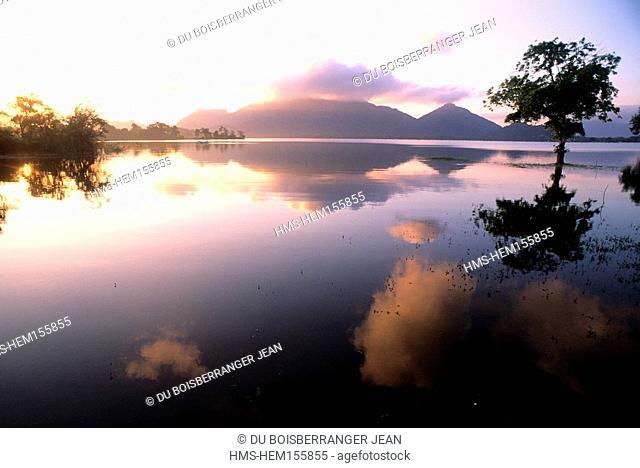 Sri Lanka, cultural triangle, lake Kandalama, Dambulla area