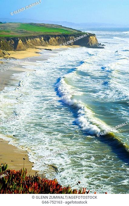 Golfers on the corse along the Pacific Ocean near Half Moon Bay, California, USA