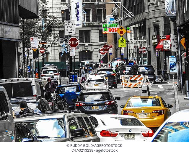 New York. Congested traffic at William Street in the Fnancial District