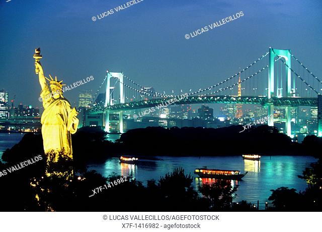 Bay of Tokyo, as seen from Odaiba artificial island Statue of Liberty replica and Rainbow Bridge Tokyo city, Japan, Asia