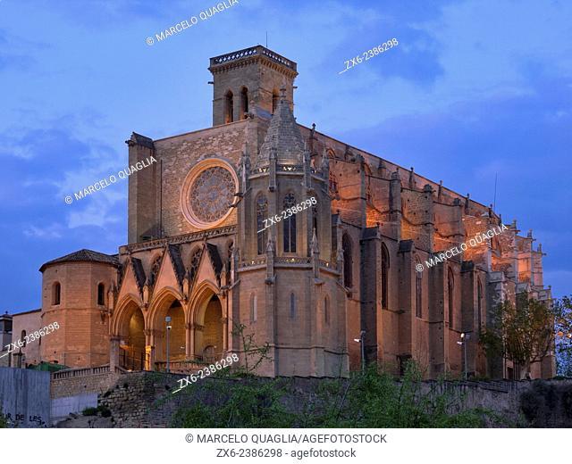 Gothic style church of Manresa city, the Colegiata Basílica of Santa María at dusk. Bages region, Barcelona province, Catalonia, Spain