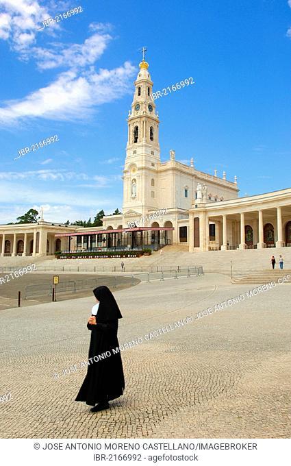 Nun at the Sanctuary of Our Lady of Fatima, Fatima, Estremadura, Portugal, Europe