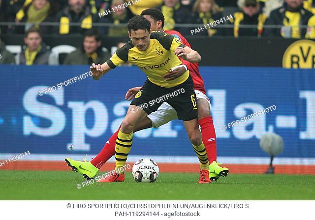 firo: 13.04.2019, football, 1.Bundesliga, season 2018/2019, BVB, Borussia Dortmund - FSV FSV FSV Mainz 05, duels, Thomas DELANEY, BVB Borussia Dortmund