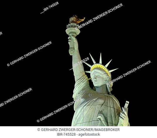 Statue of Liberty replica in front of New York-New York Hotel & Casino, Las Vegas Boulevard, Las Vegas, Nevada, USA, North America