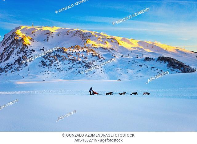 Pirena Advance is a 15 days long sleddog race across the Pyrenees (Spain-France-Andorra). Scoring for the world sleddog championship