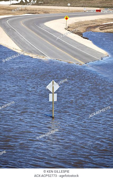 Spring flooding of the Red River on Highway 44, Red River Valley, north of Winnipeg, Manitoba, Canada
