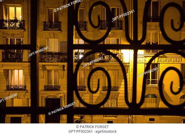 PARIS AT NIGHT, AVENUE DANIEL LESUEUR, SMALL STREET ENDING IN A DEAD END, 7TH ARRONDISSEMENT, PARIS (75), FRANCE