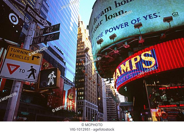 Manhattan, luminous advertising - New York City, USA; New York, 16/09/2008