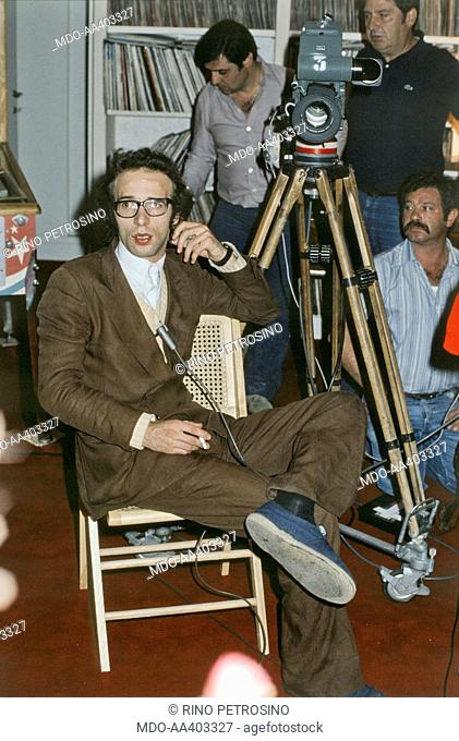 Roberto Benigni smoking on the set of L'Altra Domenica. Italian actor and director Roberto Benigni smoking waiting to take part in the TV variety show L'Altra...
