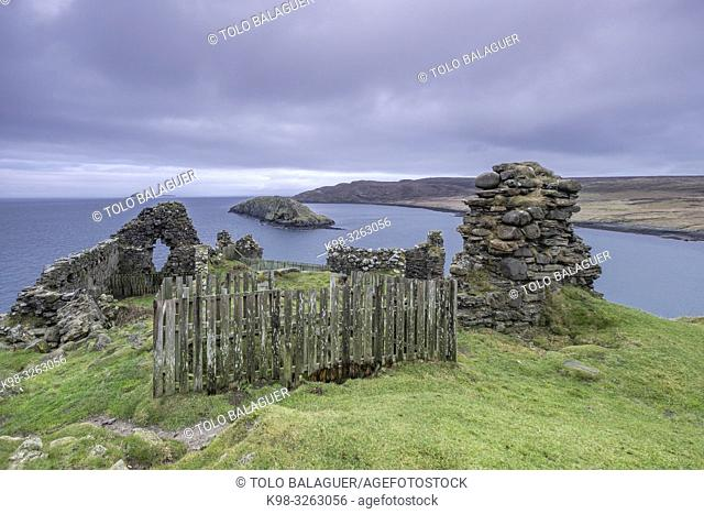 Duntulm Castle, North Trotternish Coast, Isle of Skye, Highlands, Scotland, United Kingdom