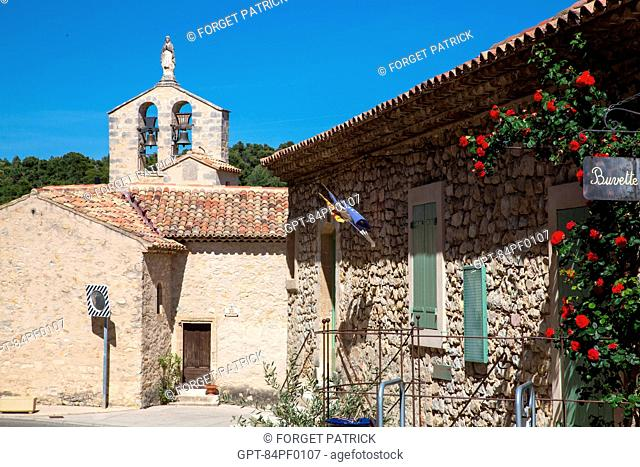 BEVERAGE BAR AND CHURCH IN VITROLLES EN LUBERON, REGIONAL NATURE PARK OF THE LUBERON, VAUCLUSE (84), FRANCE