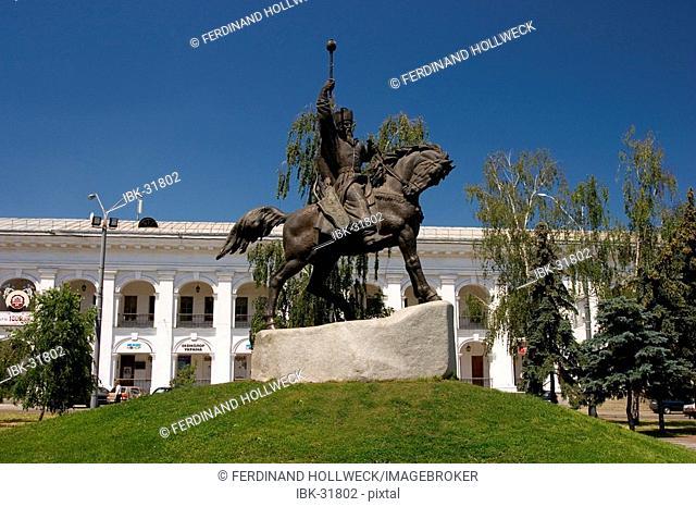 Ukraine Kiev district Podil Kontraktova Place oldest place of town statue of horsman Het'man Petro K.Sahajdacnyj 1570 - 1622 in background historical building...
