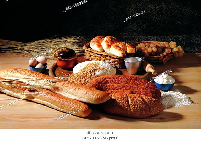Different sorts of bread and its ingredients