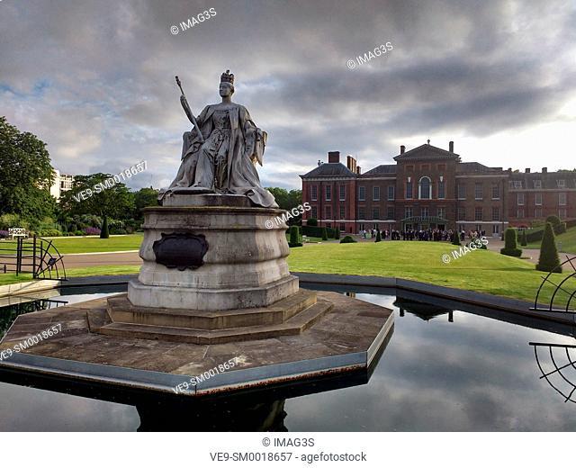 Statue of Queen Victoria in front of Kensington Palace in Kensington Gardens, West London, England, UK