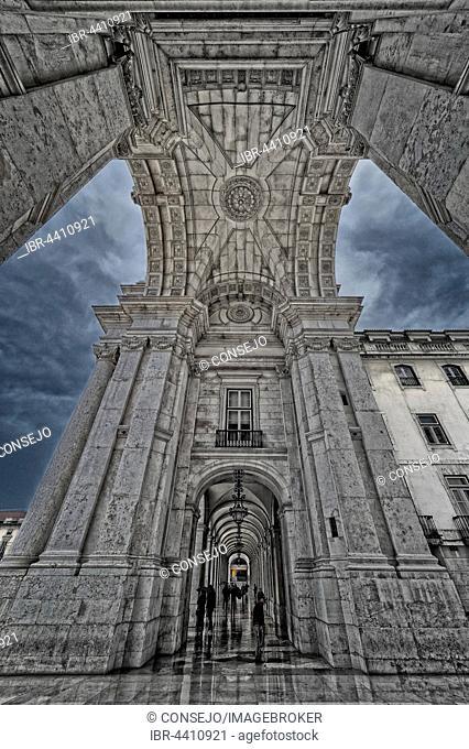 Arco da Rua Augusta, triumphal arch-like building, 19th century, Praça do Comércio, HDR, Lisbon, Portugal