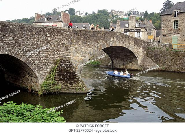 OLD BRIDGE OVER THE RANCE, MEDIEVAL TOWN OF DINAN, COTES D'ARMOR 22, BRETAGNE, FRANCE
