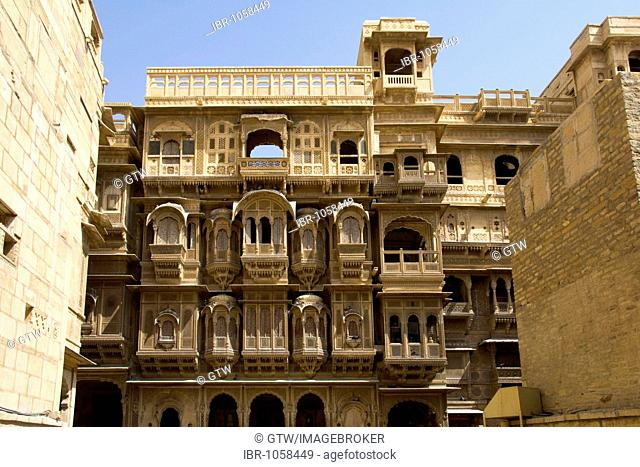 Clerestory windows and balconies of the Patwon or Patwa ki Haveli Palace, Jaisalmer, Thar Desert, Rajasthan, India, South Asia