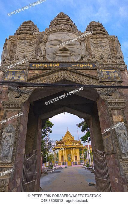 Gate and pagoda, Wat Sangke, Battambang, Cambodia, Asia