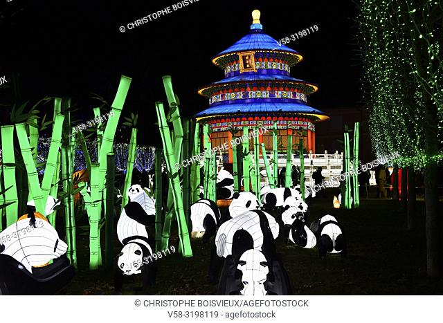 France, Tarn, Gaillac, Festival des lanternes (Chinese Lantern Festival), Pandas and temple od sky. . The festival celebrates Chinese culture originating from...